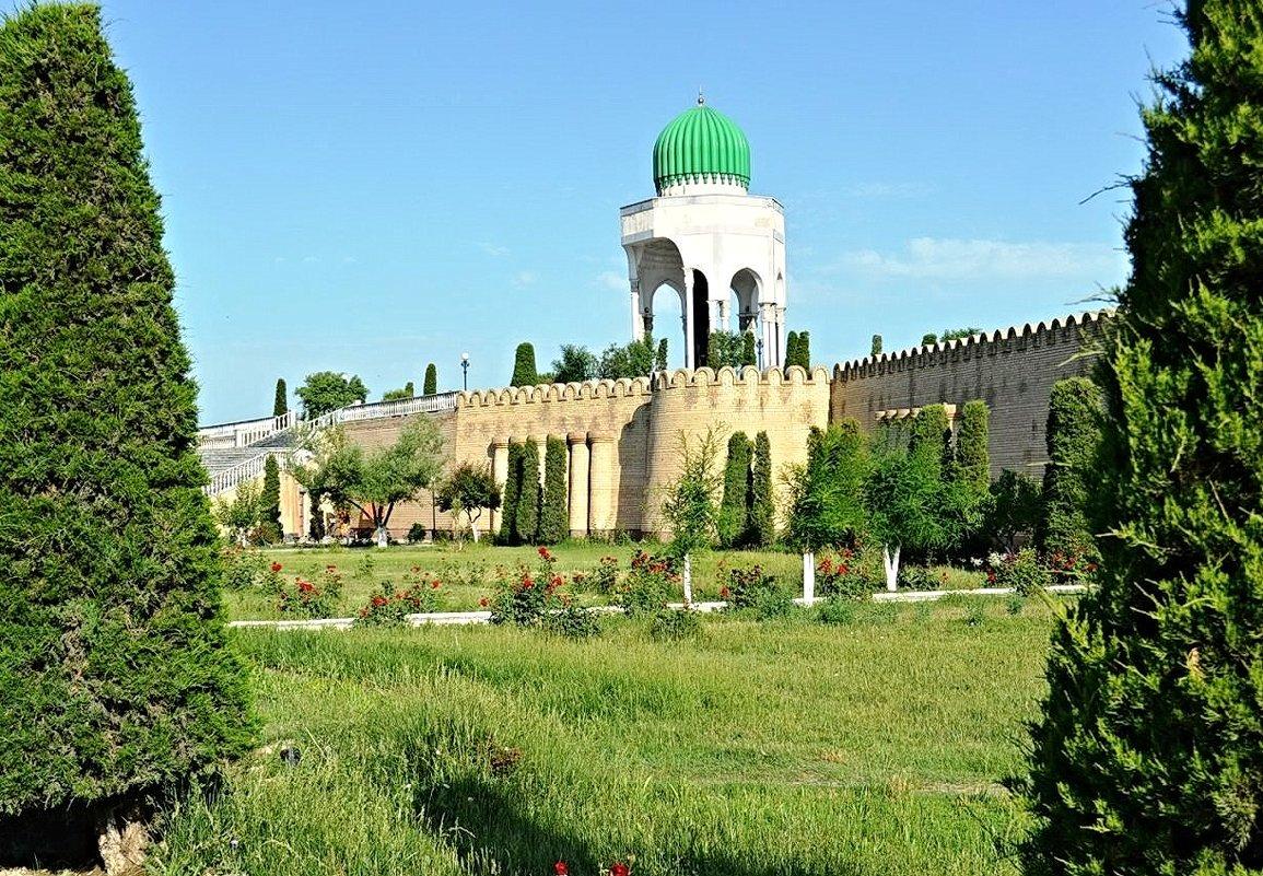 Мемориал Фаргоний - Mir-Tash