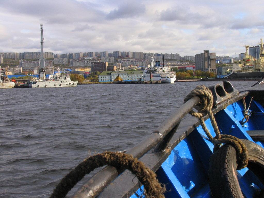 Вид на Мурманский морской вокзал - Владимир Стаценко