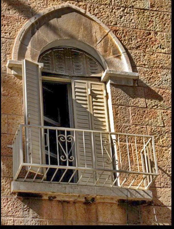 Балкончик старинного дома - Vanda Kremer