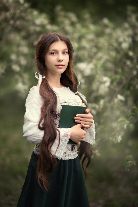Девушка с книгой - Наталья Кирсанова