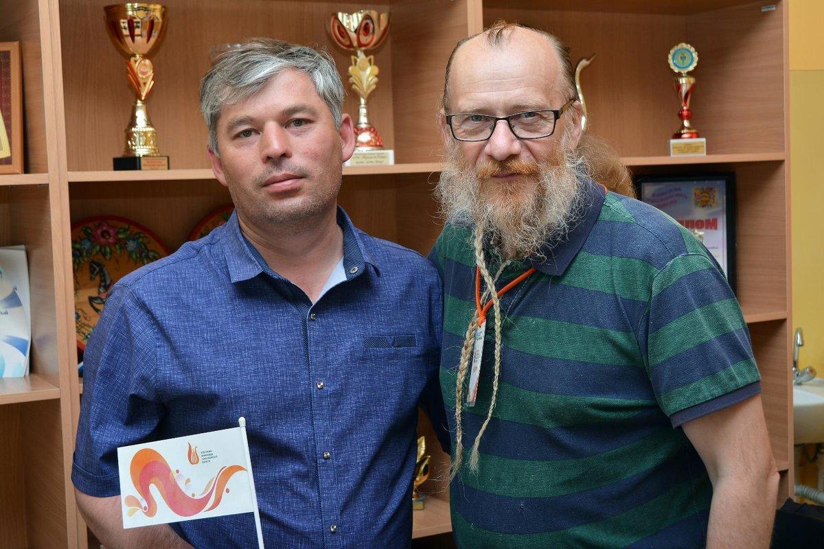 Иванов Евгений (с правой стороны) - Олег Меркулов