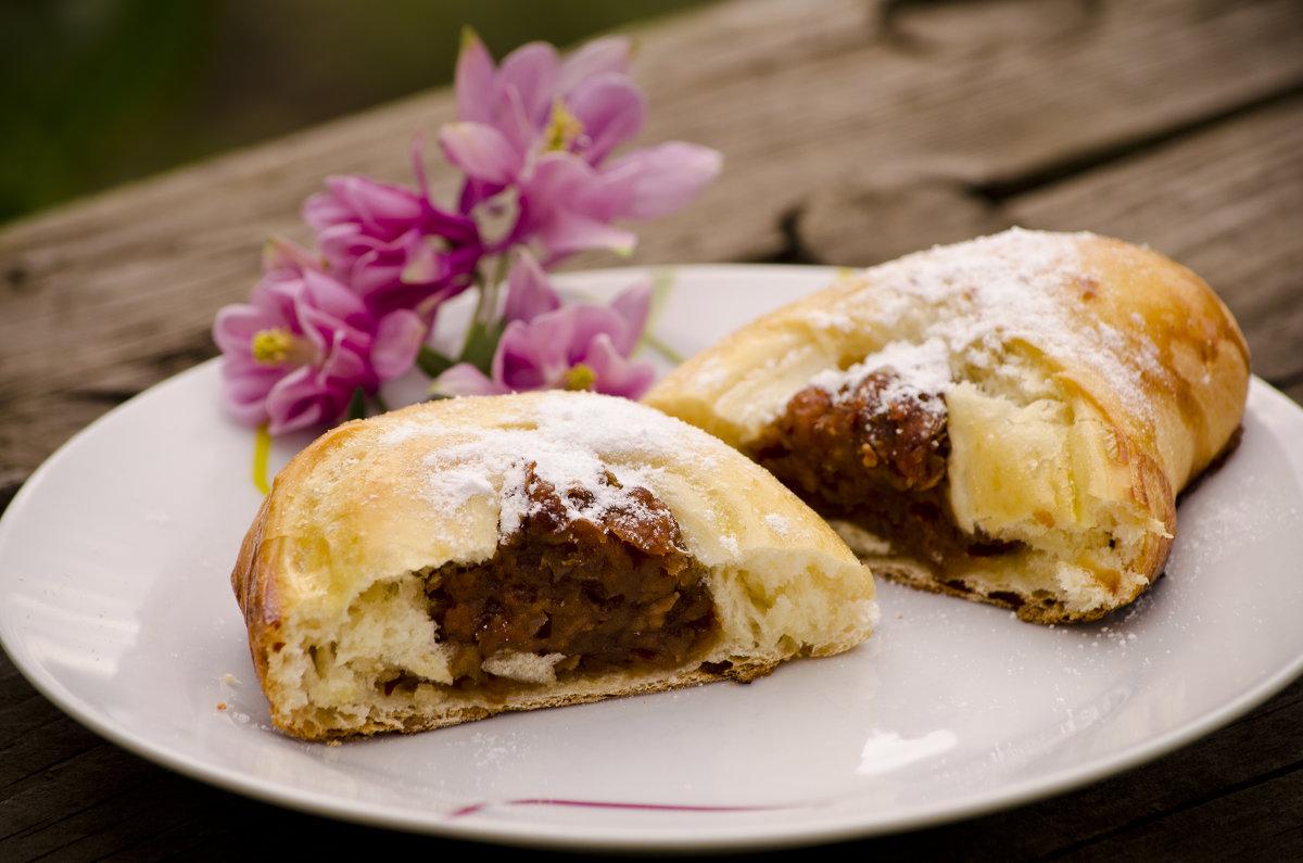 Пирожки-булочки с начинкой из сушеных яблок - Татьяна Евдокимова