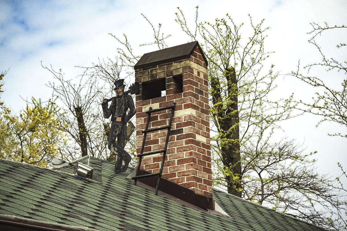 """""""Там на крышах, где воздух чист, Там, как только снега растают, Ходит сказочный трубочист...&qu - Сергей Козырев"""