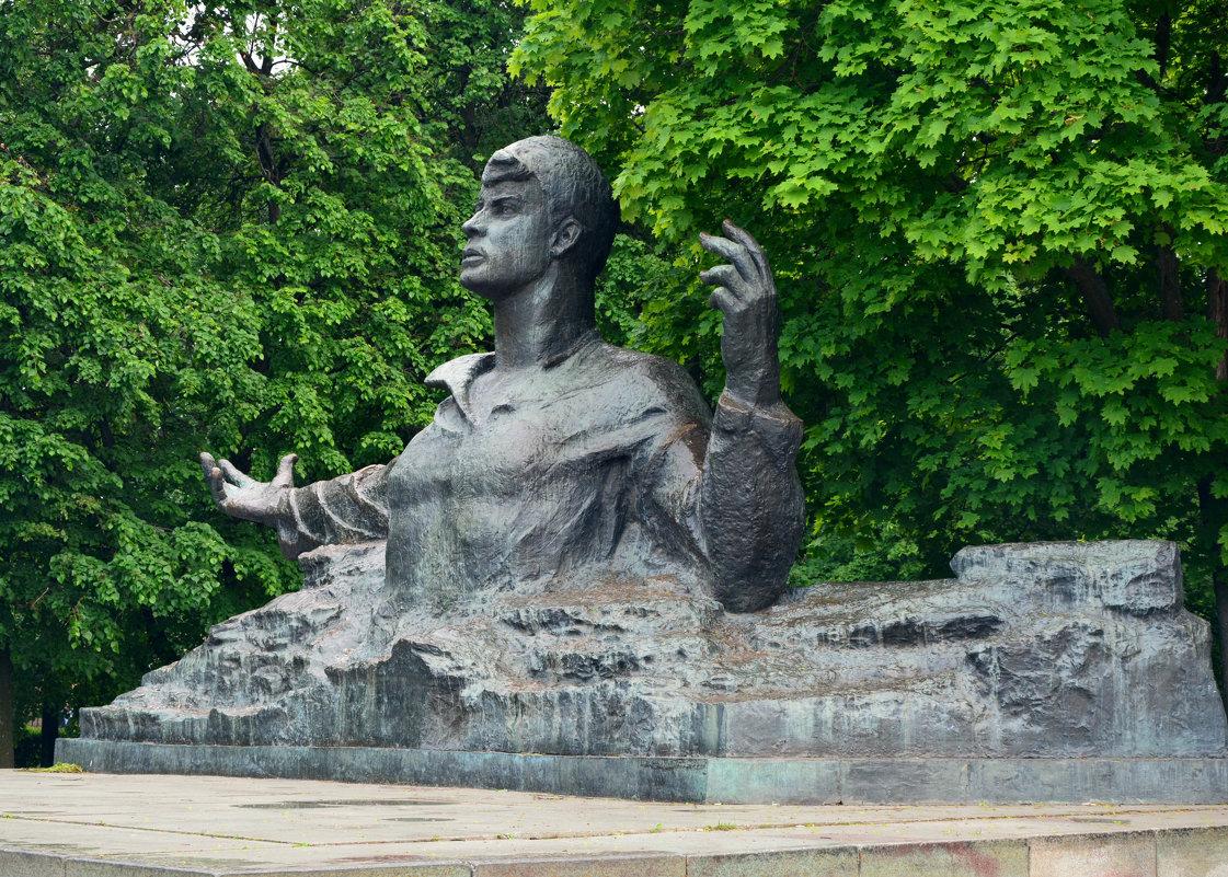 Памятник поэту Сергею Есенину - Александр Буянов