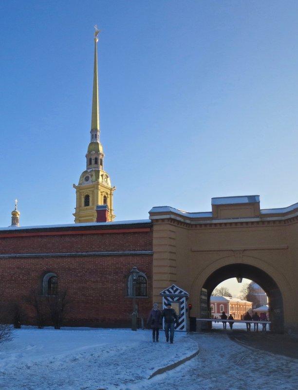 у Петропавловской крепости - Елена