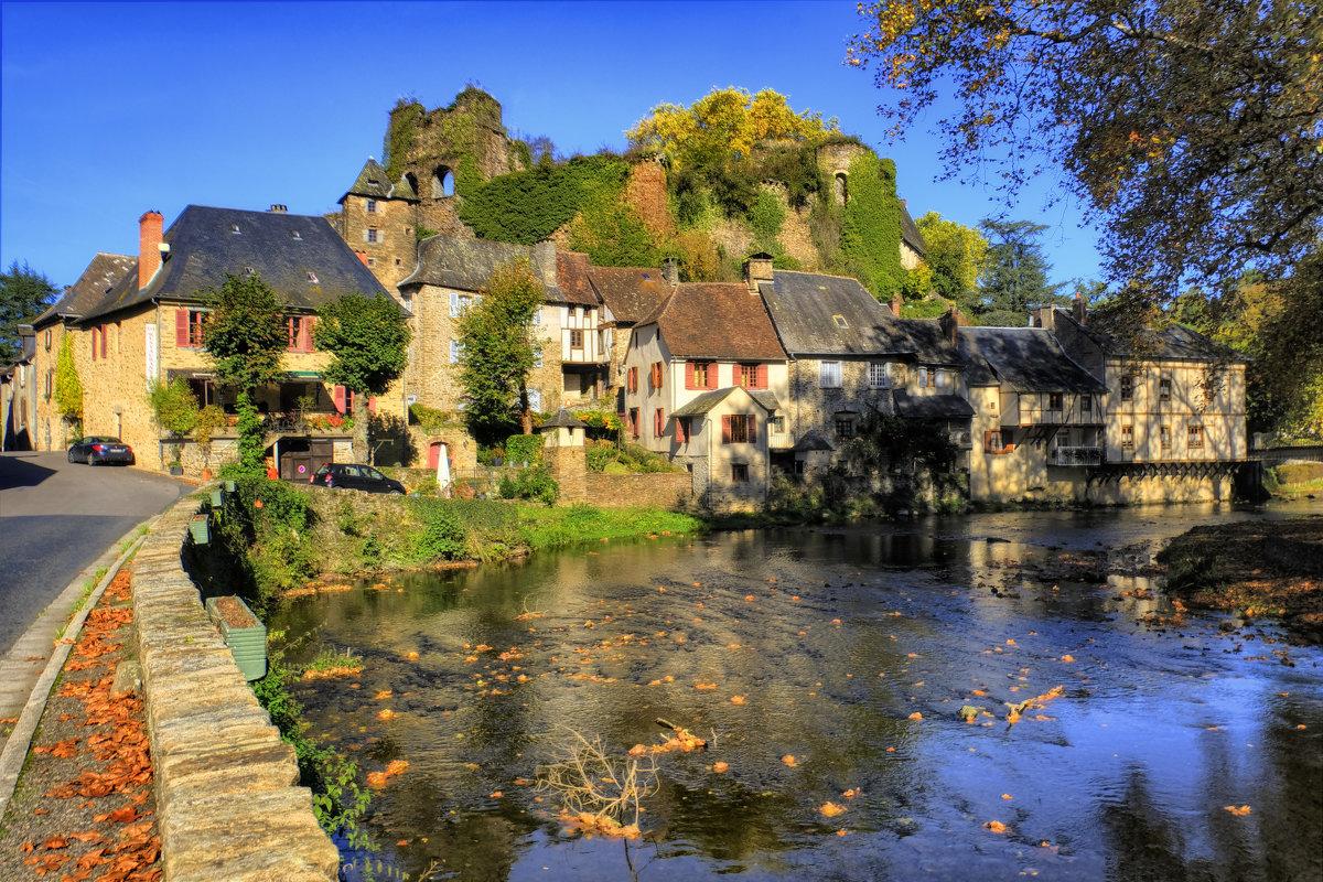 замок д. Сегюр-ле-Шато (chateau de Segur-le-Chateau) XII век - Георгий