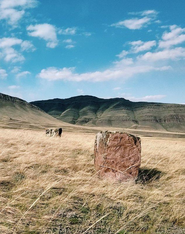 Древние менгиры - Евгения Шикалова