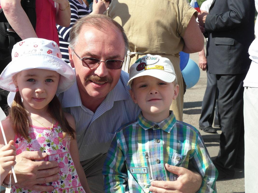 в объятиях дедушки - Владимир