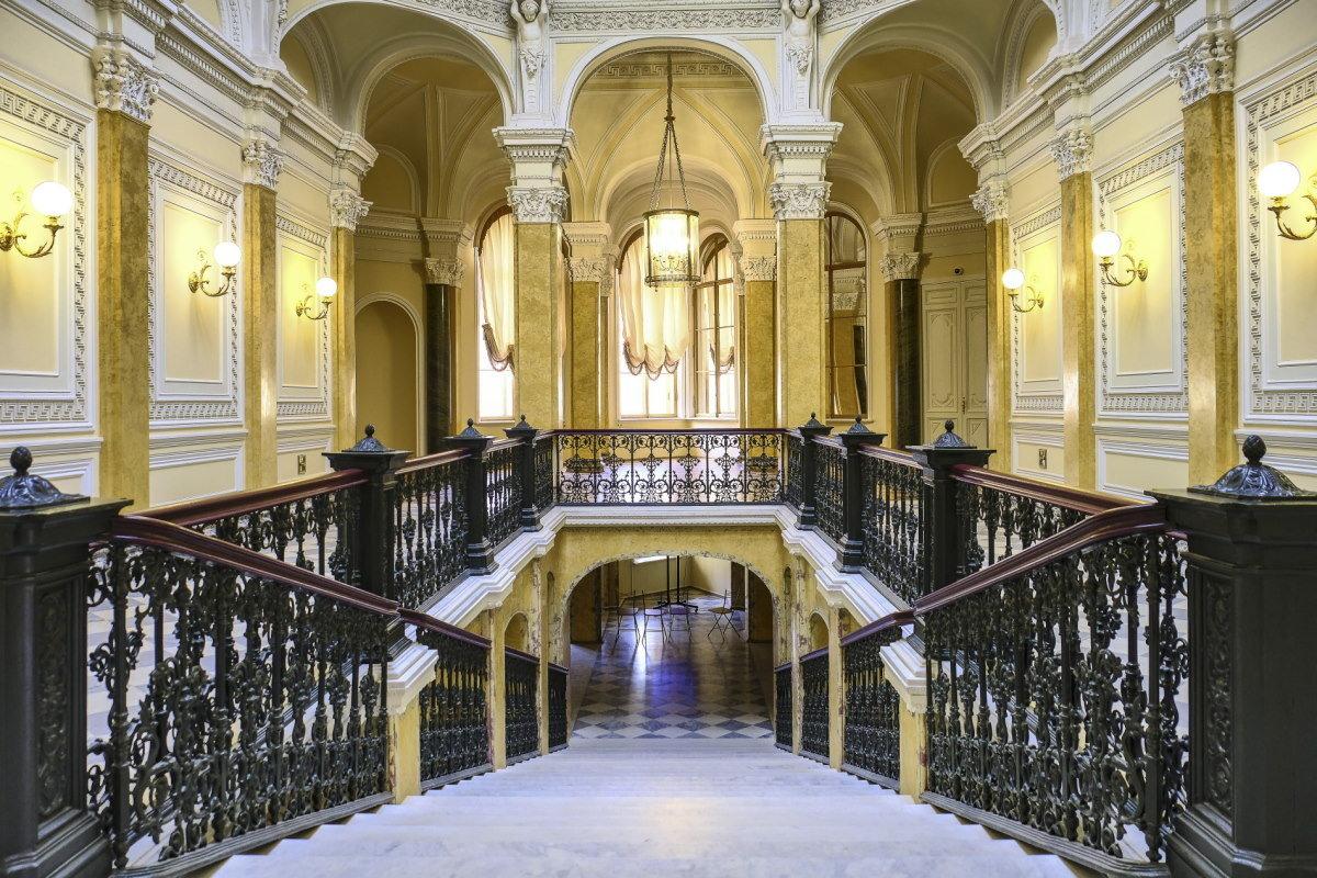 Парадная лестница Гатчинского Дворца - Георгий
