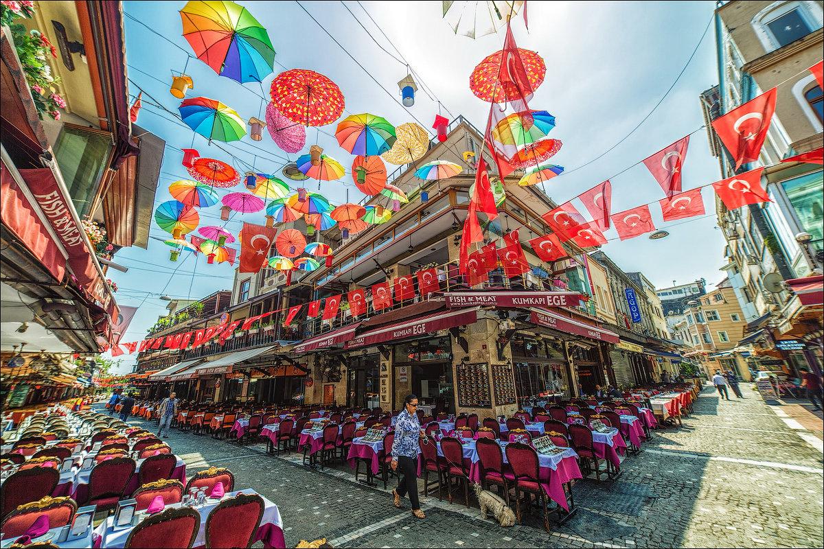 Ресторанная улочка в Стамбуле - Ирина Лепнёва