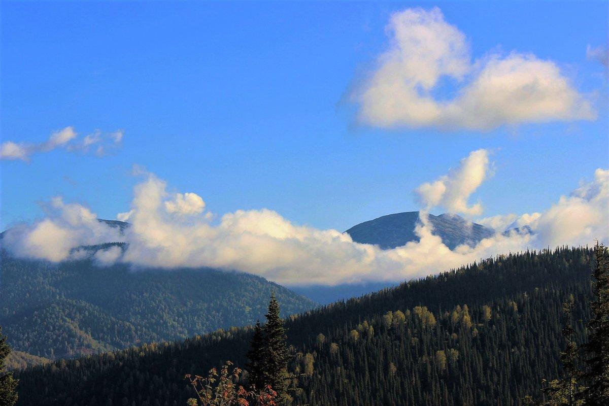 Отдыхающие облака - Сергей Чиняев