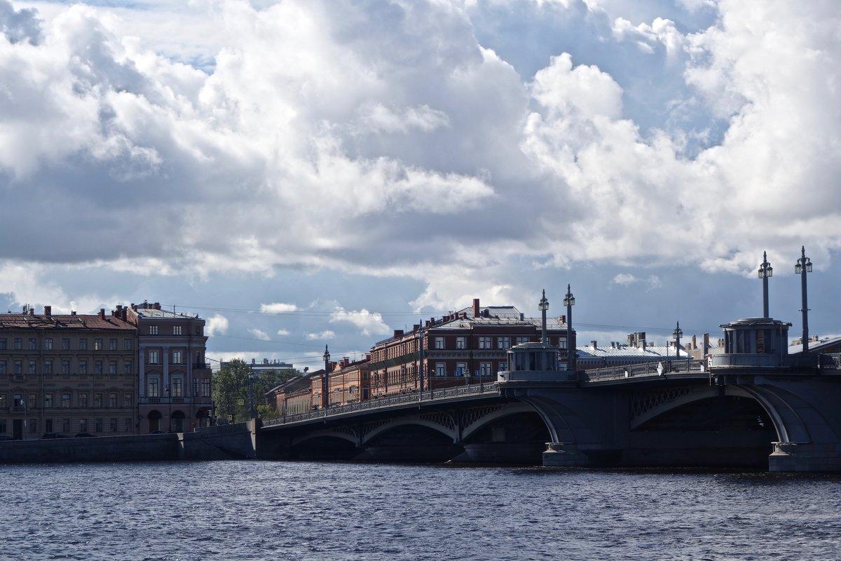 Облака над Благовещенским мостом - Елена