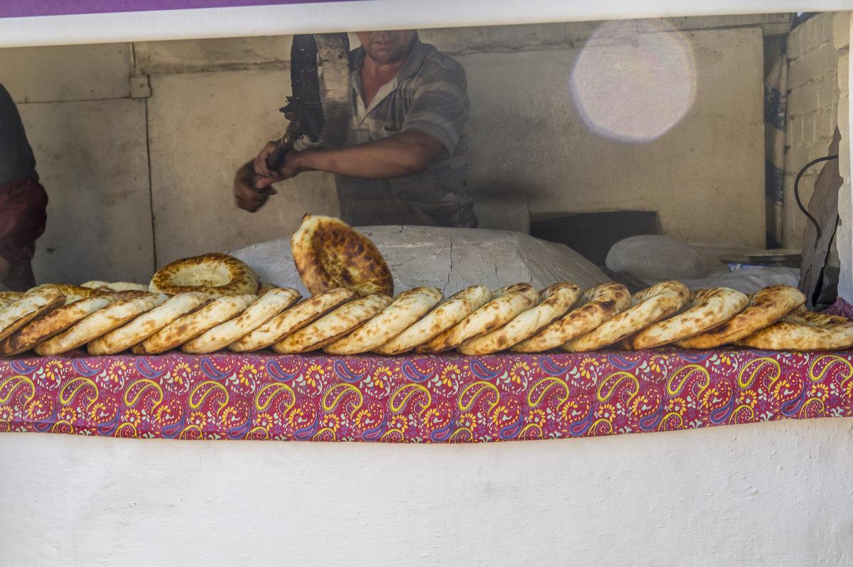 Пекари выемка готовых лепешек - Дмитрий Потапкин