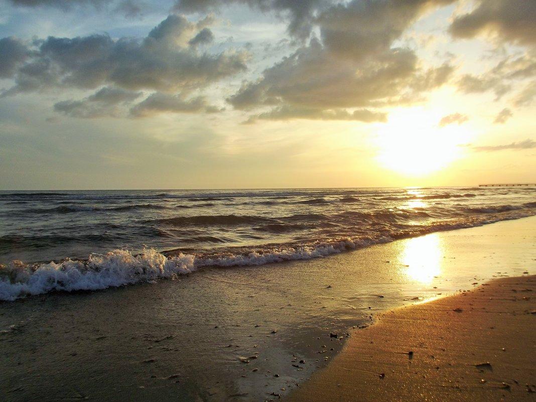 Закат на море. - Лариса Исаева