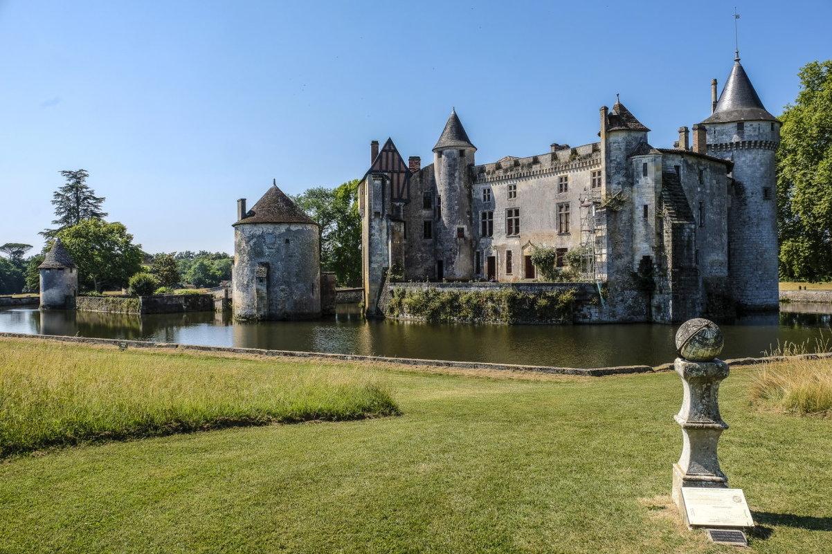 Замок Бреде-Монтескье (писатель-философ)(La Brede-Montesquieu)