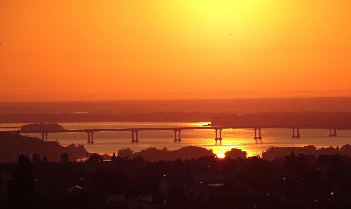 Рассвет над городом - Мishka 298