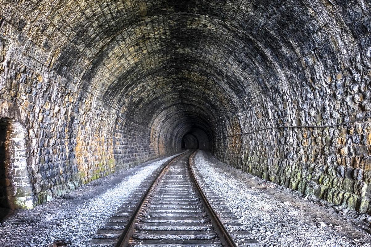 тоннель железной дороги Байкала