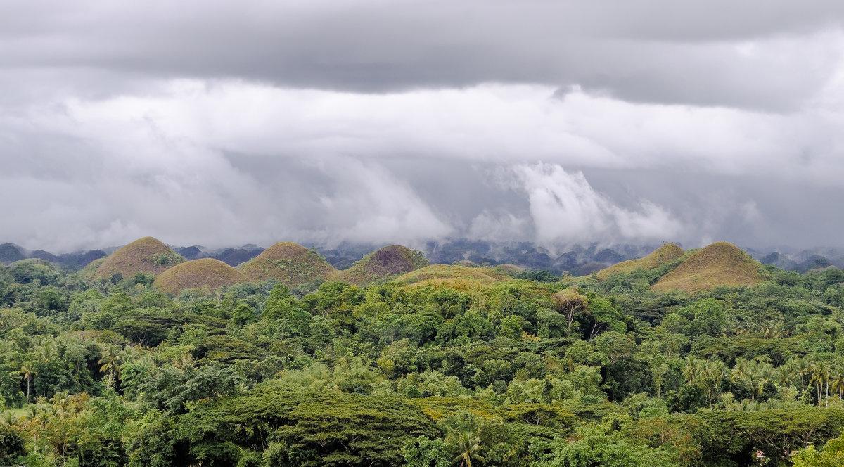 Шоколадные холмы, остров Бохол, Филиппины. - Edward J.Berelet