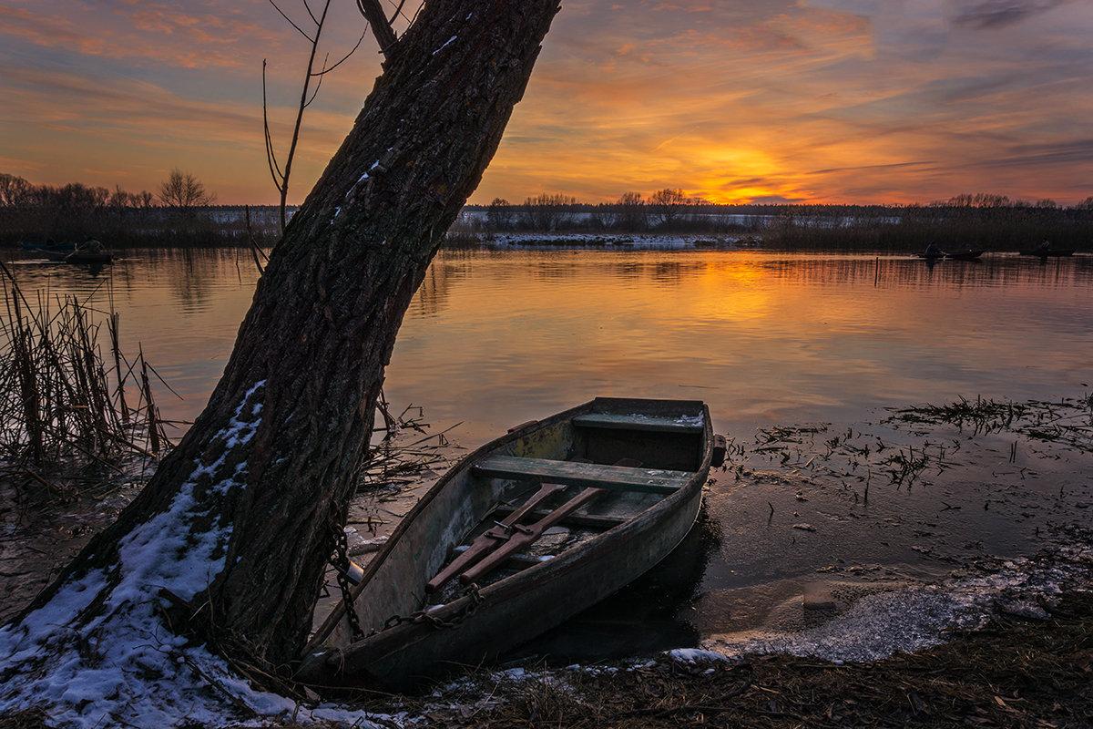 Лодка у дерева... - Сергей