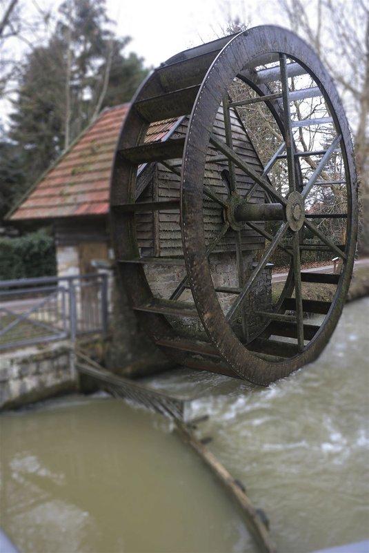 Водяное колесо - Nikolai Martens