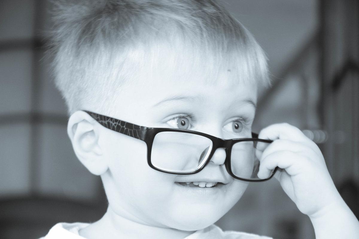 Папин сын, мамины очки. - Maksim Udobkin