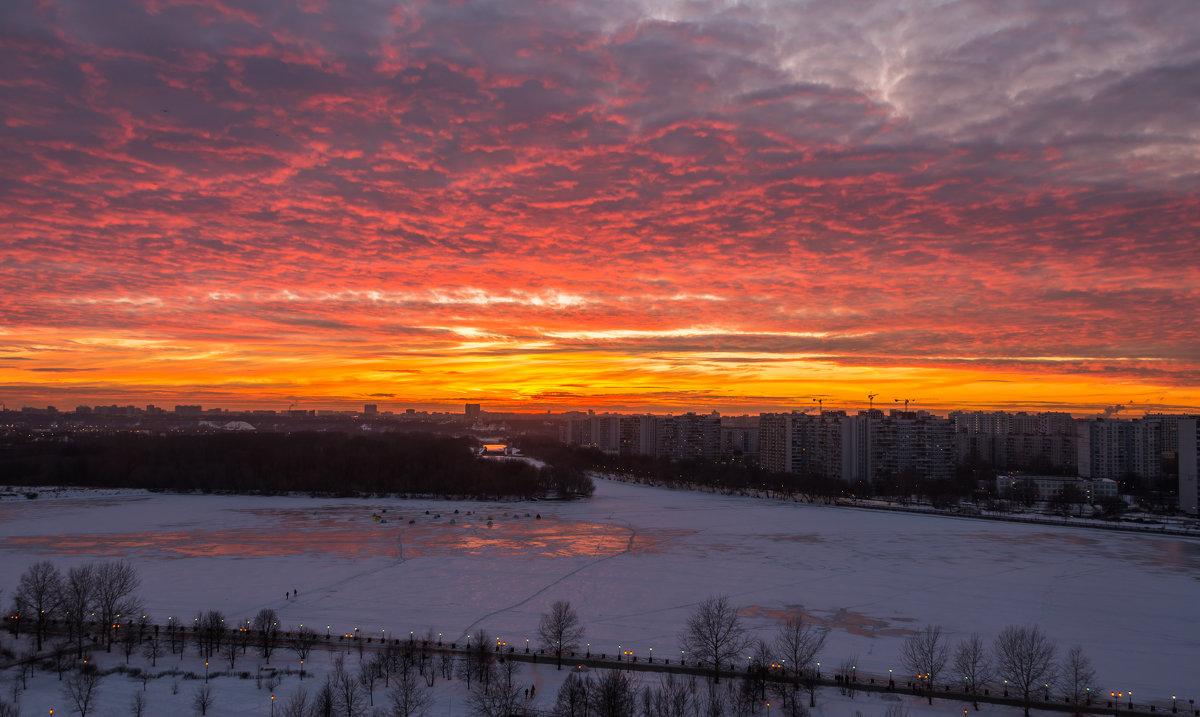 Вчерашний закат на Москвой-рекой - Владимир Брагилевский