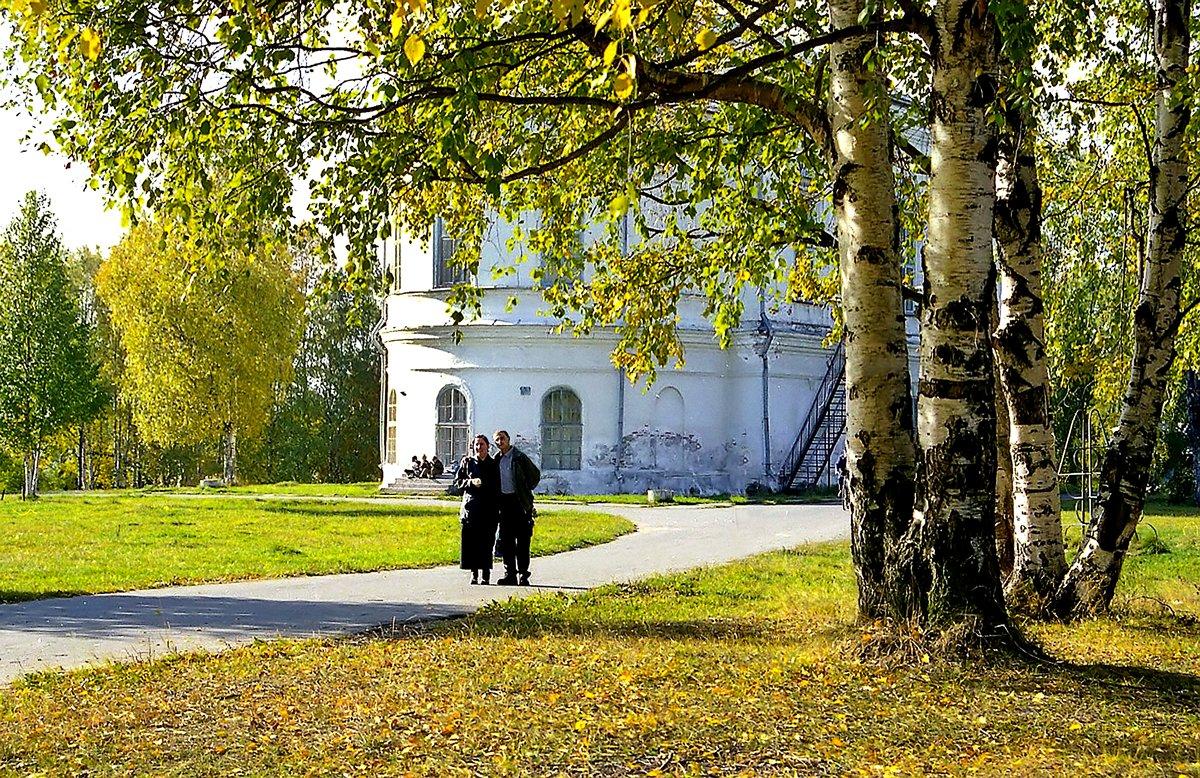 В парке у Свято-Троицкого Собора. - Валентин Кузьмин