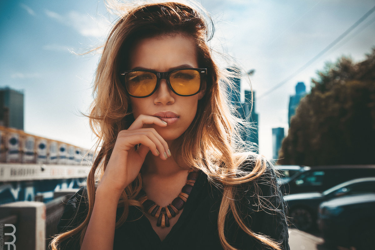 Looking through glasses - Morris Fayman