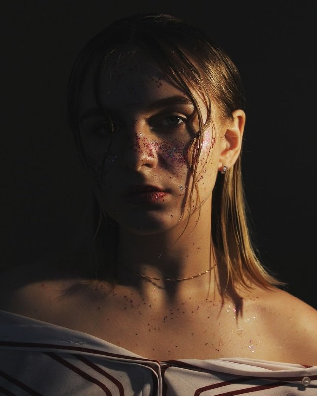 Без улыбки - Лиза Шипачева