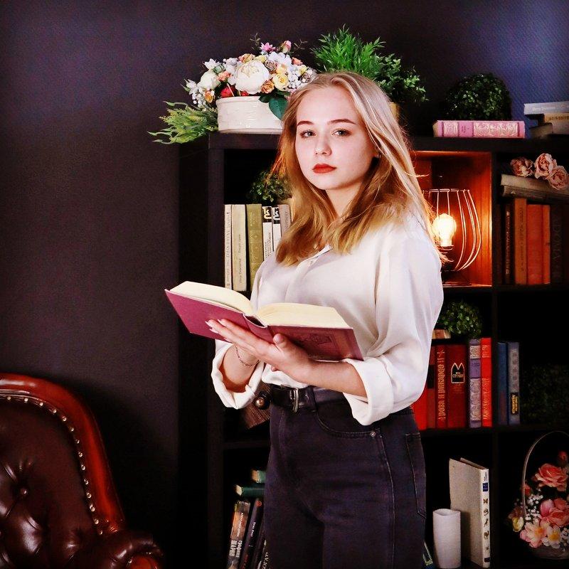 Девушка с книгой - Трушкина Наталья