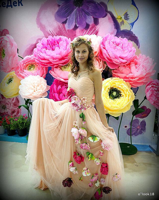 девушка и цветы - Олег Лукьянов
