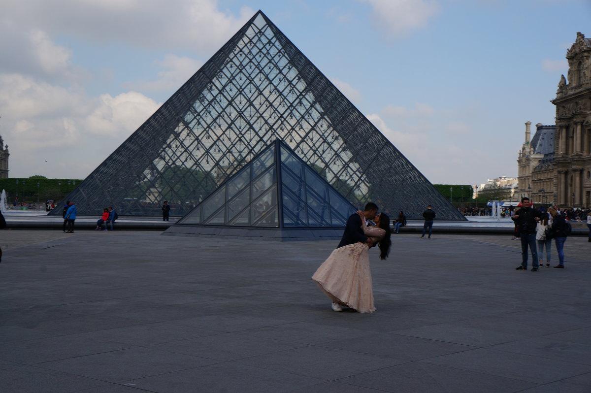 На фоне пирамид .... - Алёна Савина