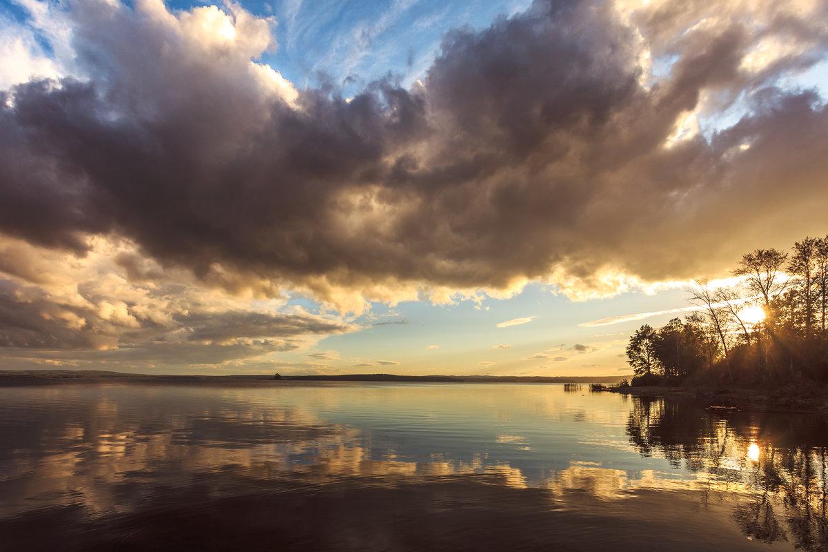 на озере вечером - Василий Иваненко