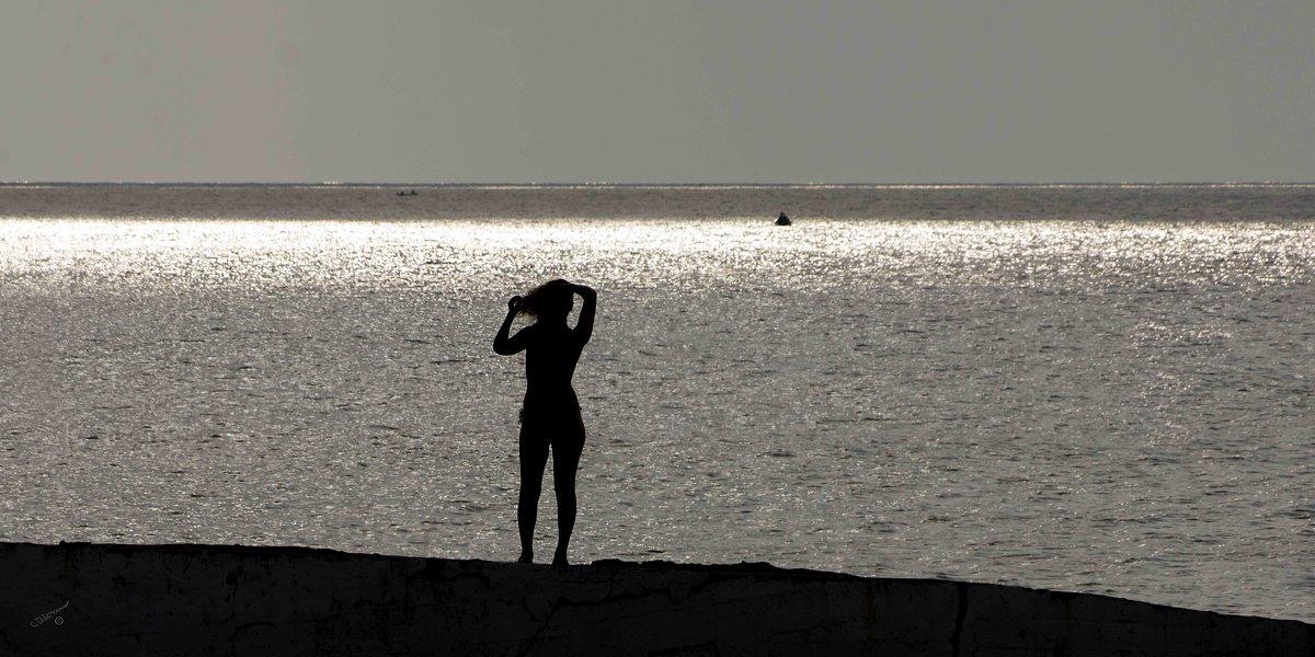 Пляжные истории. На берегу. - Сергей