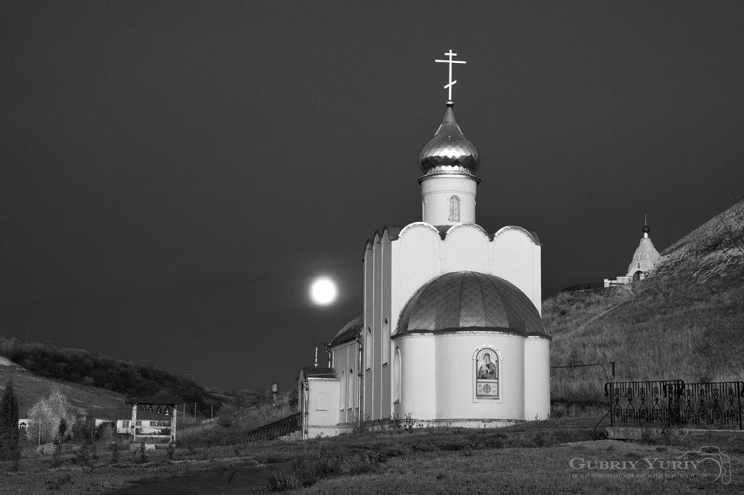 Утро в монастыре - Юрий Губрий