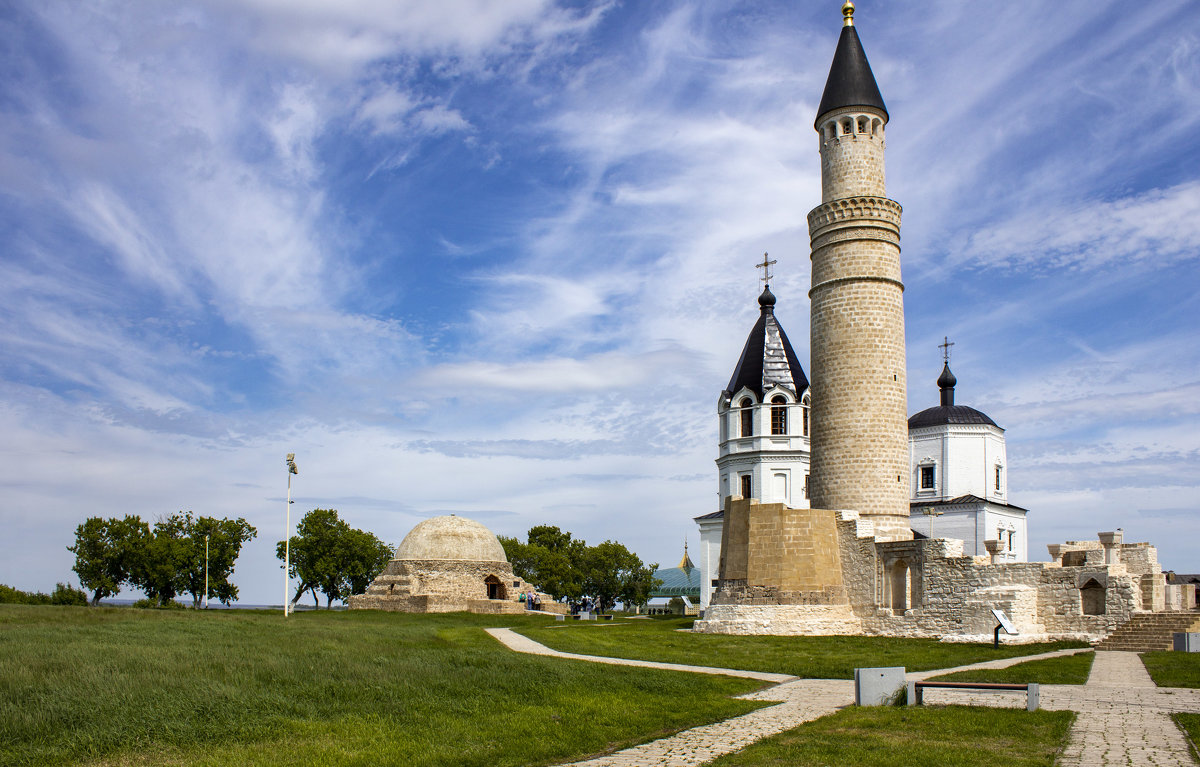 Северный мавзолей,Успенская церковь,Соборная мечеть - Ольга Лиманская