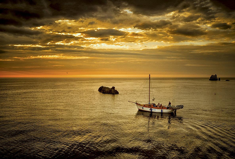 Не важно как, не важно где — море всегда будет ждать тебя... - Александр Бойко