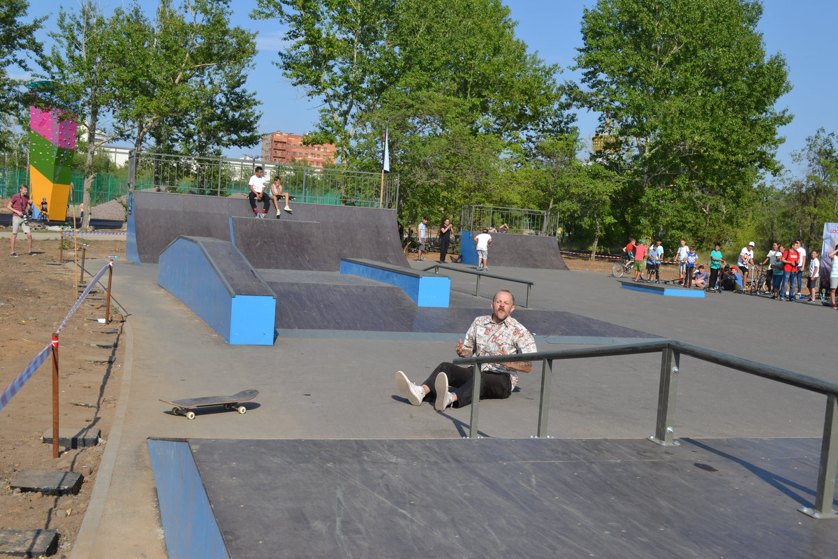 Лететь легко,падать больно.Вот это  и есть скейтборд...по Карагандински. - Хлопонин Андрей Хлопонин Андрей
