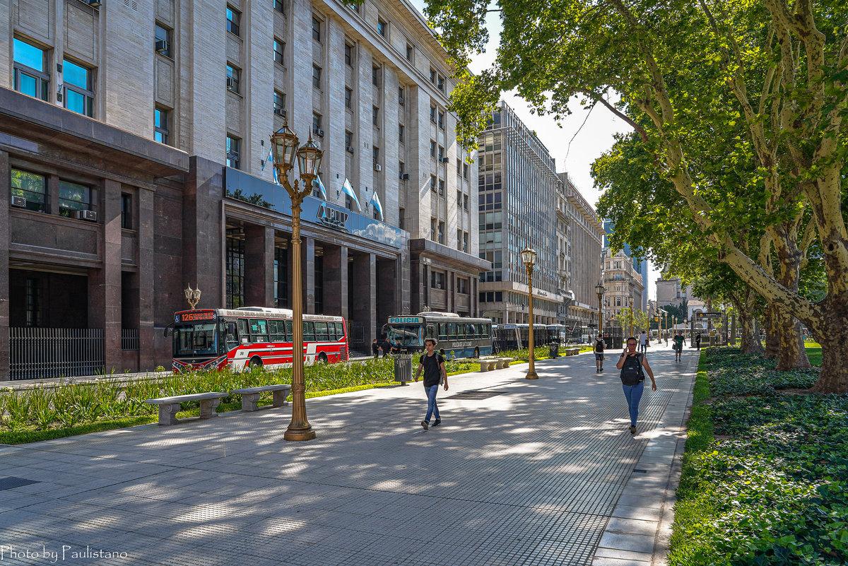 На бульварах столицы... - Владимир Жданов