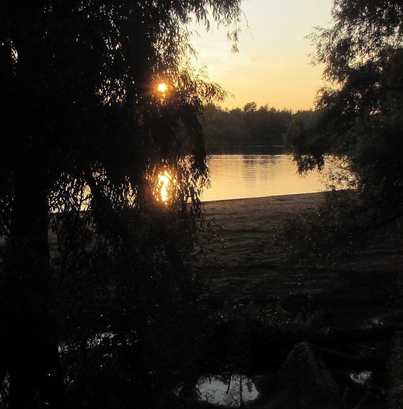 Вечерний закат на реке - Александр Скамо