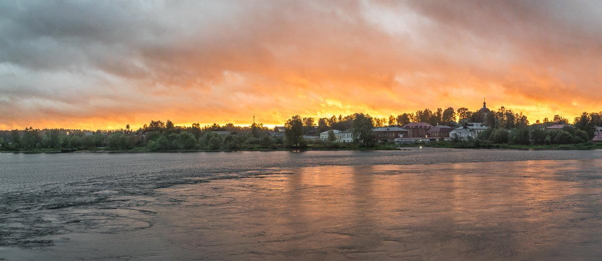 Осень .Волга.Закат в Мышкине. - юрий макаров