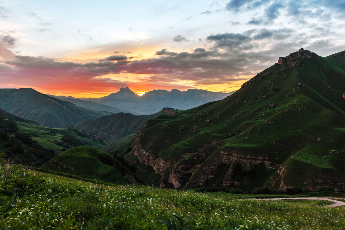 перевал Актопрак (белая глина),гора Наушидзе (Тещины зубы) - Александр Богатырёв
