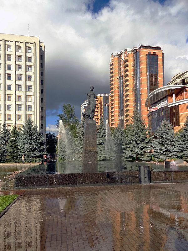 Памятник Леси украинки - Vyacheslav Gordeev