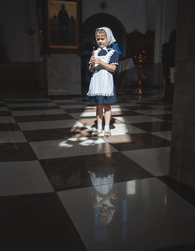В храме - Надежда Антонова