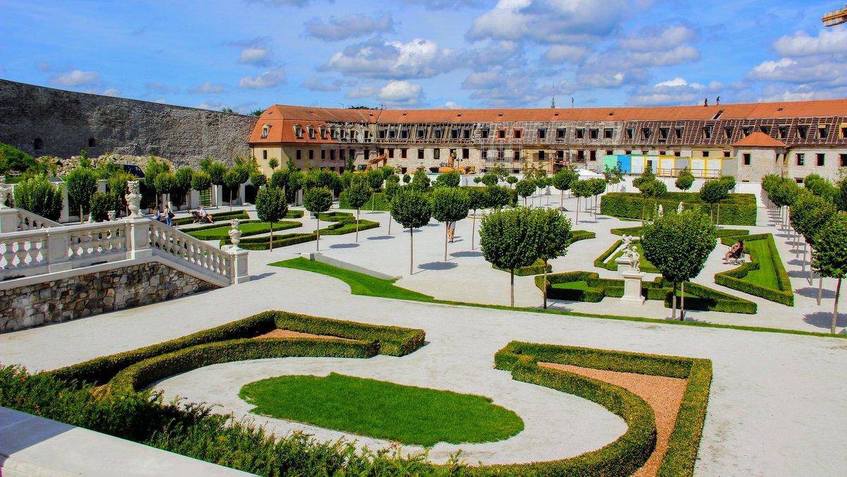 Возрождающийся парк в замке Братиславы - Вячеслав Случившийся