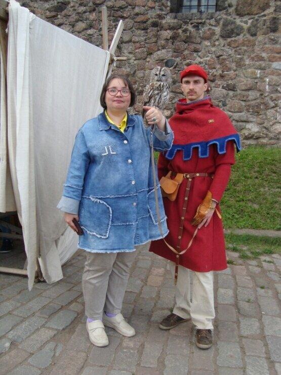 Портрет со средневековым стражником. (Выборг, 2019 год). - Светлана Калмыкова