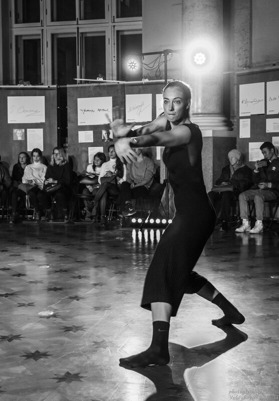 Танцы - Людмила Волдыкова