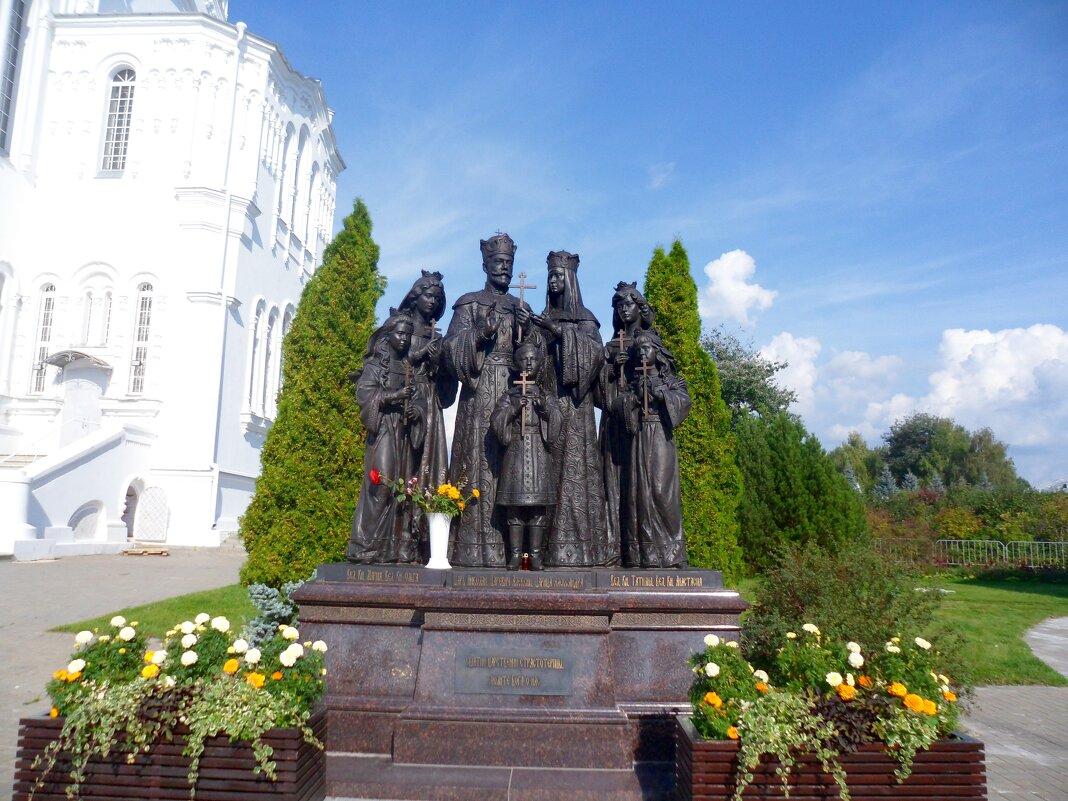 Памятник семьи императора Николая-2 ( Дивеево) - Натала ***