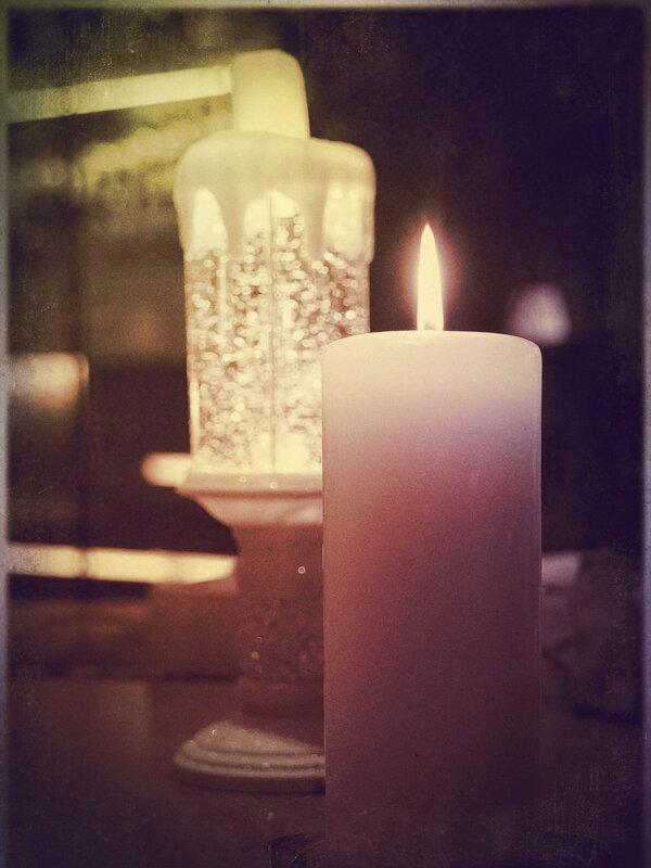 Две свечи как песня недопетая... - Tatiana Markova