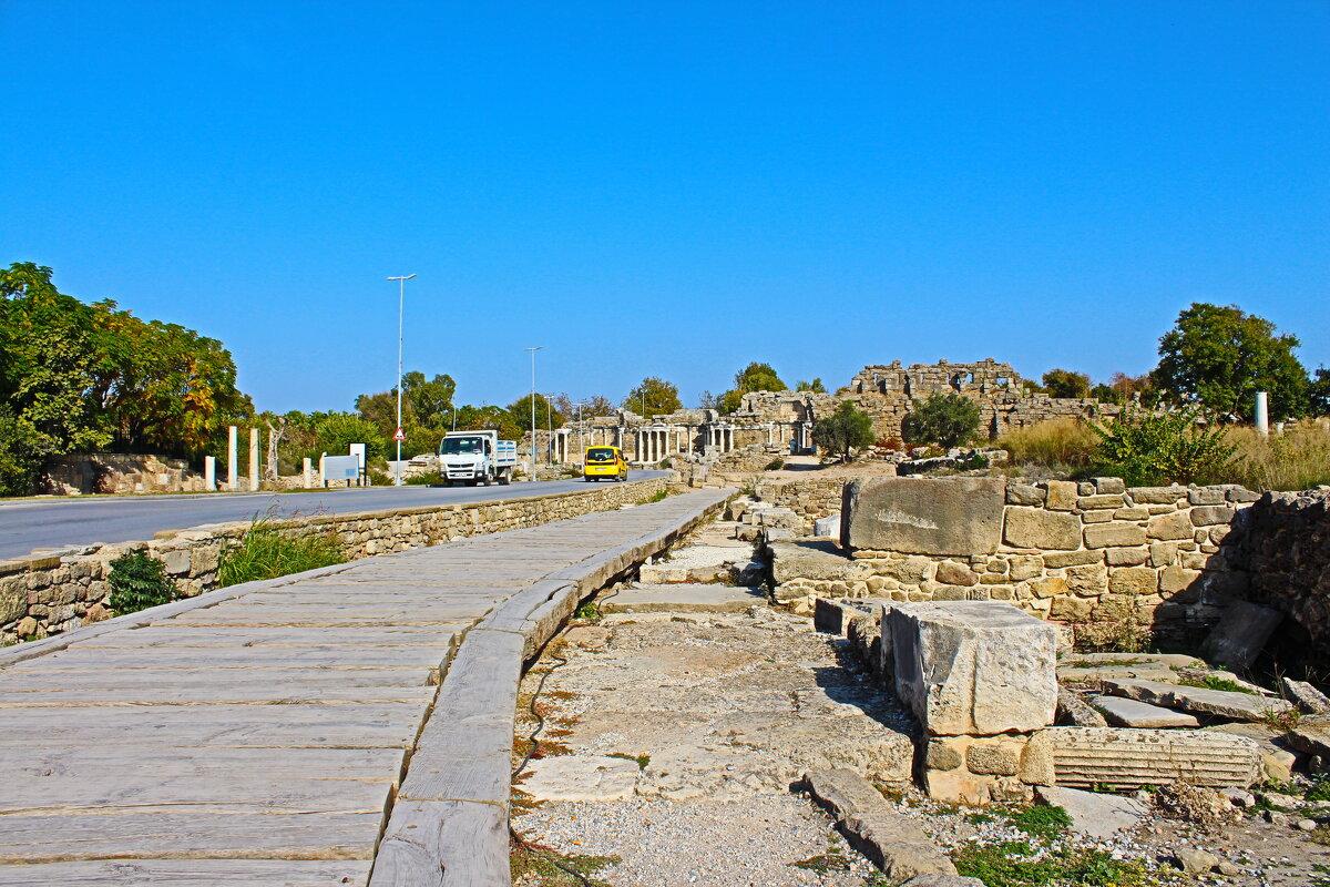 Деревянная дорога в каменном городе - vadimka